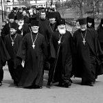 Почему священники полные?