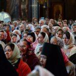 Можно ли с месячными ходить в церковь — ответ священника