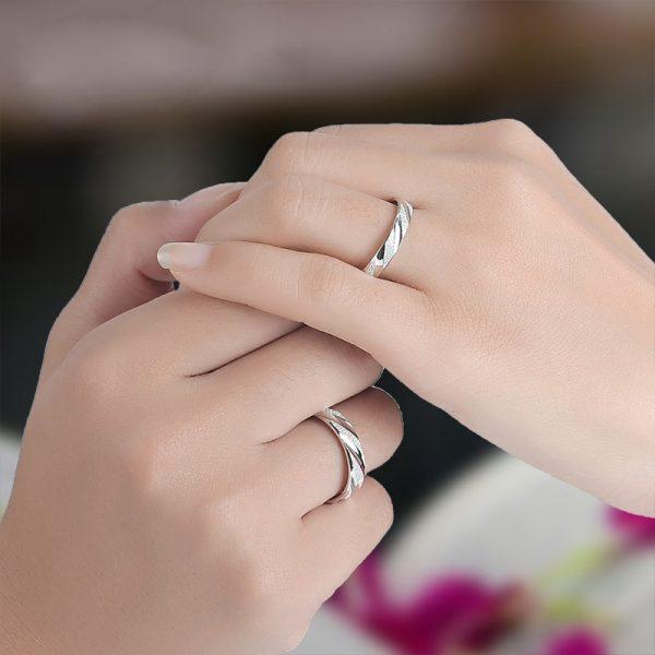 картинки обручального кольца на пальце одну ногу